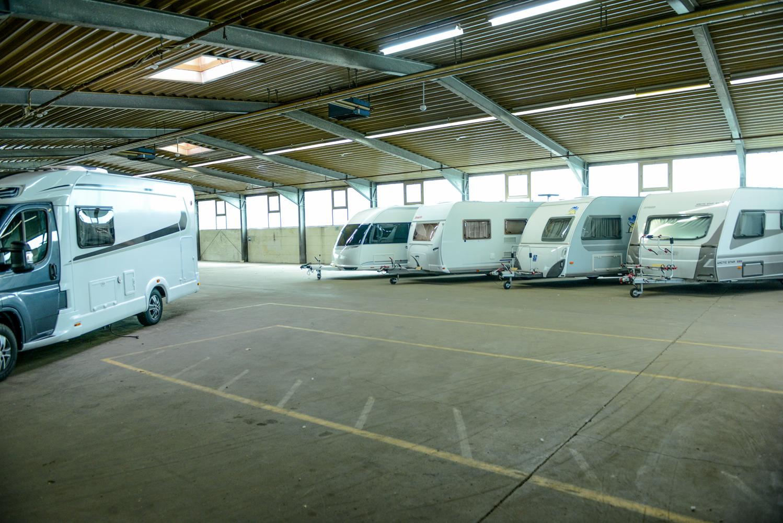 Unterstellplätze in Lagerhalle  Einstellplatz für Ihr Fahrzeug in